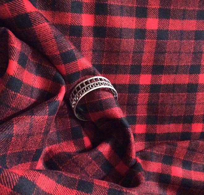 Tissu à carreaux rouge et noir
