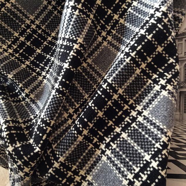 tissu ecossais gris blanc et noir