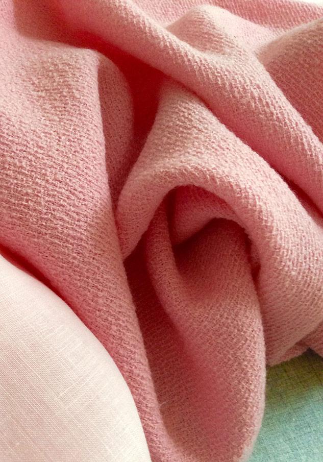 tissu rose de qualité