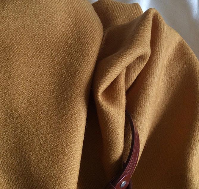 Tissu jaune ambré pour veste