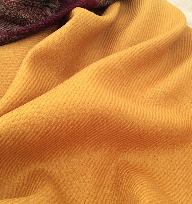 Tissu jaune doré pour veste