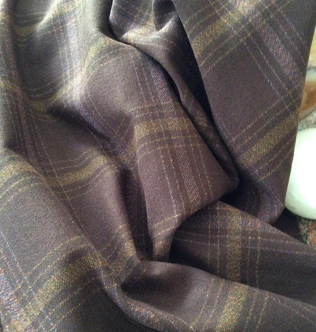 Tissu marron à carreaux