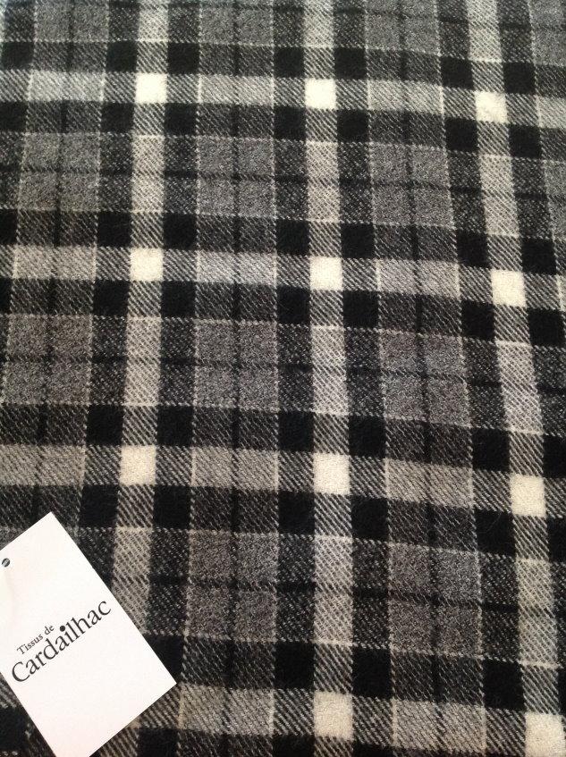 Tissu noir et gris