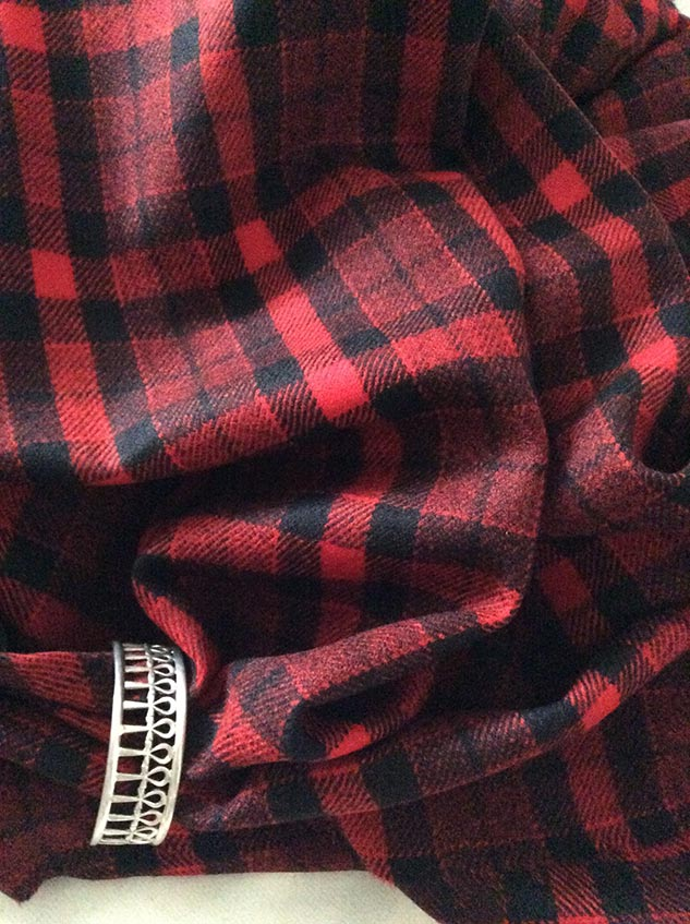 Tissu rouge et noir