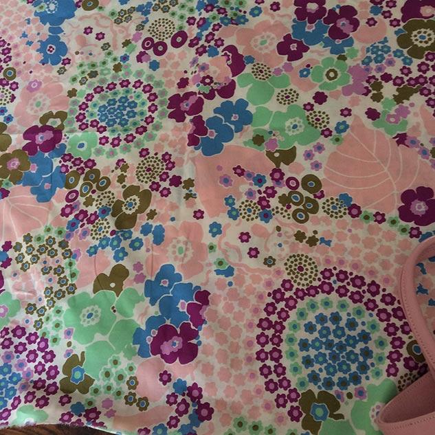 Tissu coton à fleurs multicolores