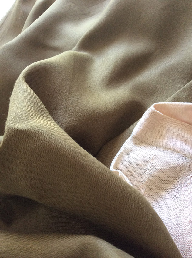 Tissu en lin vert kaki