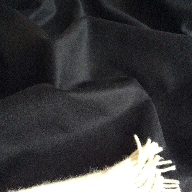 tissu noir en cachemire et laine