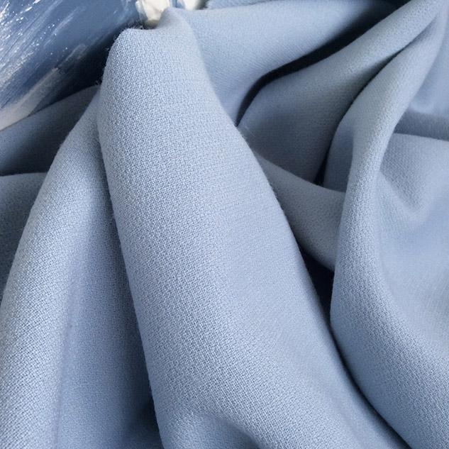 Tissu bleu ciel en crepe