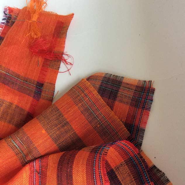 Tissus orange à carreau