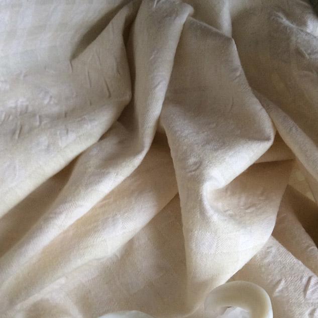 tissu écru cloqué