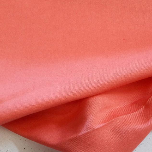 Tissu en coton et lin sergé corail
