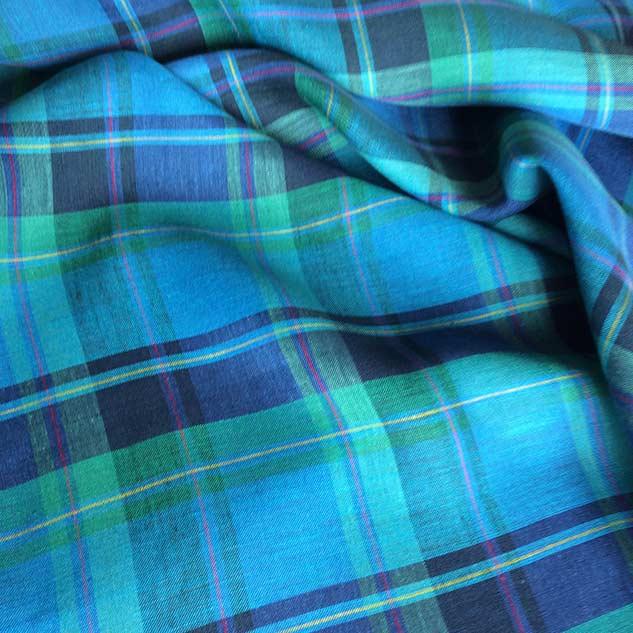 Tissu écossais vert et bleu