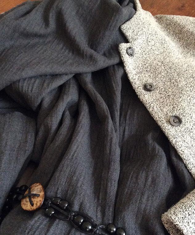 Tissu froissé gris
