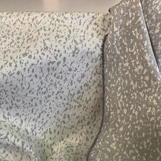 tissu jacquard ecru et gris