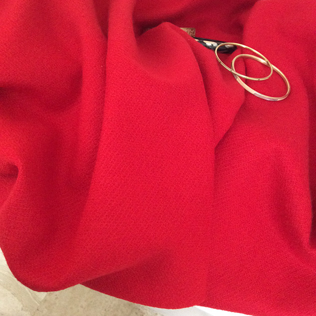 tissu laine rouge poncho
