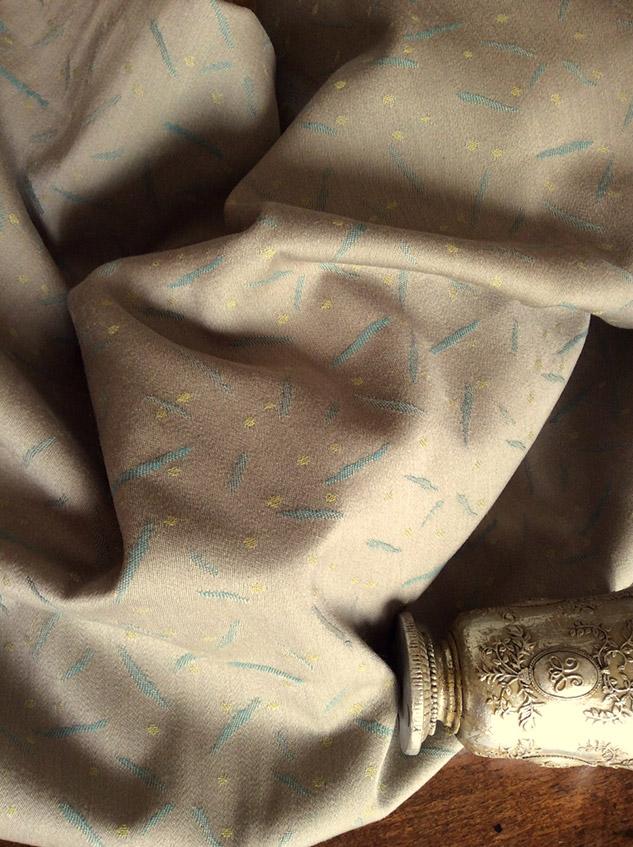 tissu beige satin pour fauteuil
