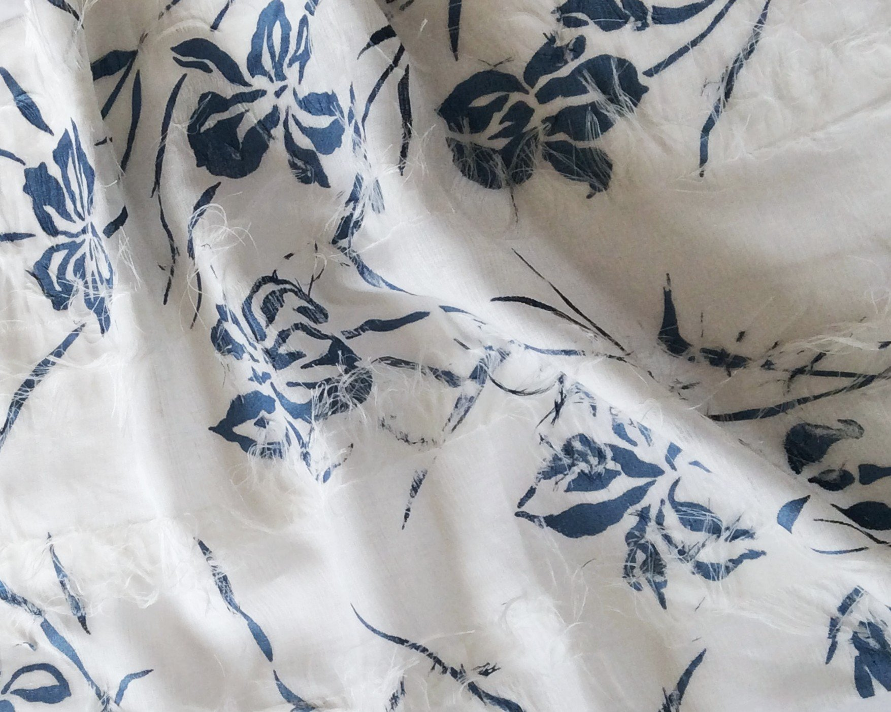 Tissu lin artisanal imprimé bleu nacré - tissus au metre - vente de ...