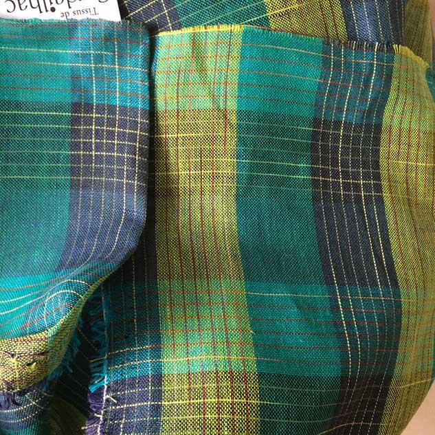 tissu ecossais vert jaune et bleu