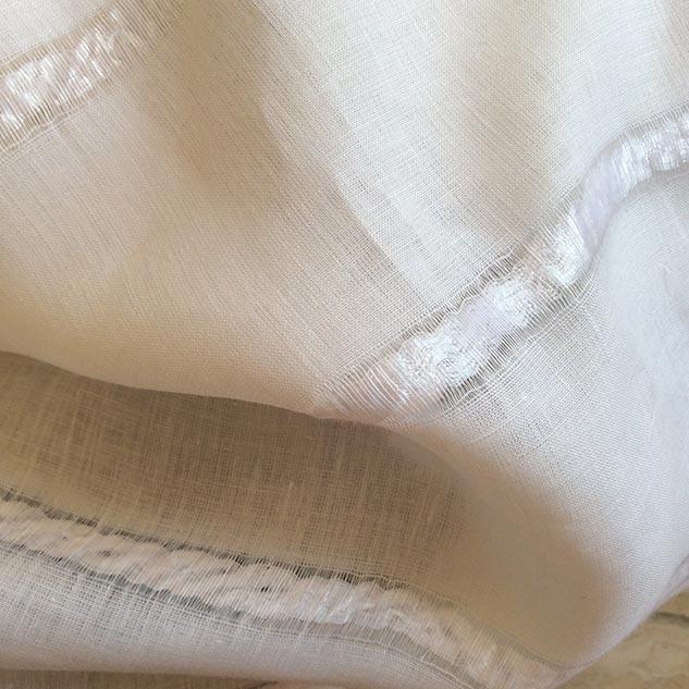 tissu lin blanc et rayures aérées