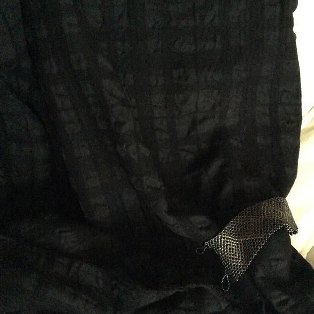 tissu noir cloqué cardailhac