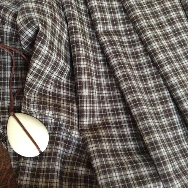 Tissu polyester écru et marron