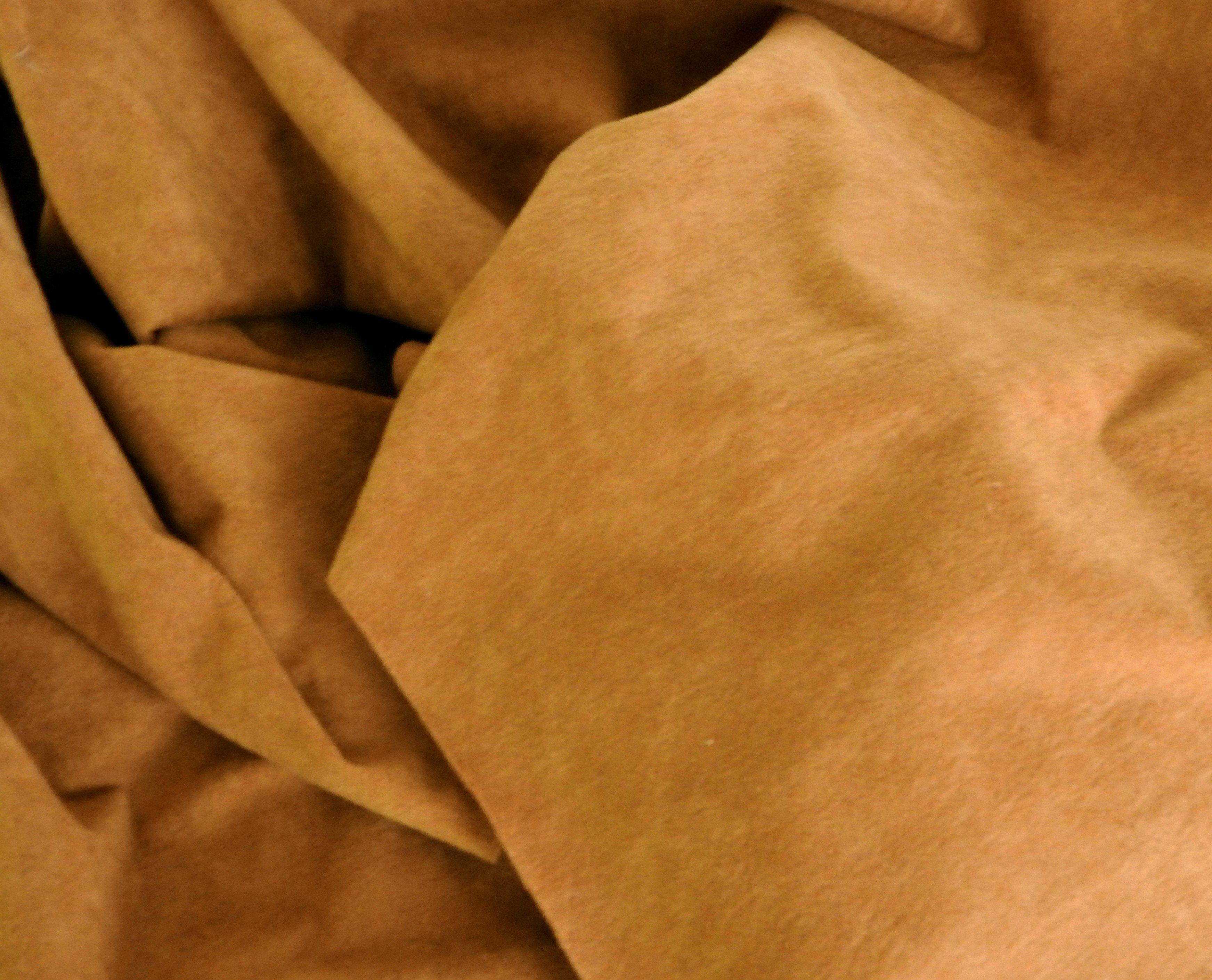 Tissu polyester camel effet peau de pêche