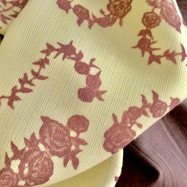 tissu avec des roses
