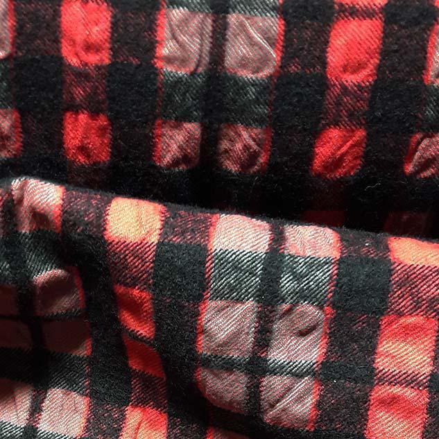 tissu noir et rouge a carreaux