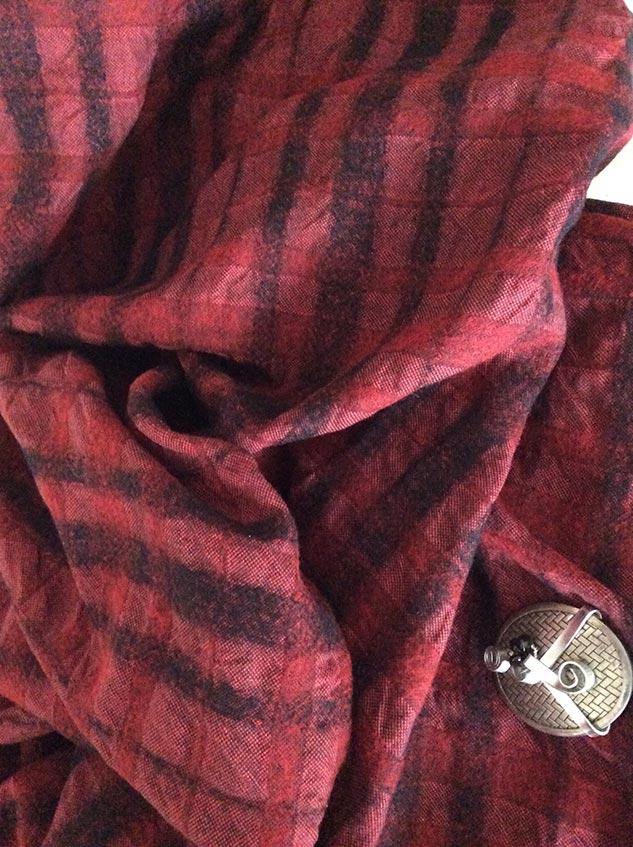 Tissu à relief rouge et noir