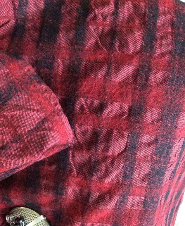 tissu rouge et noir cloqué