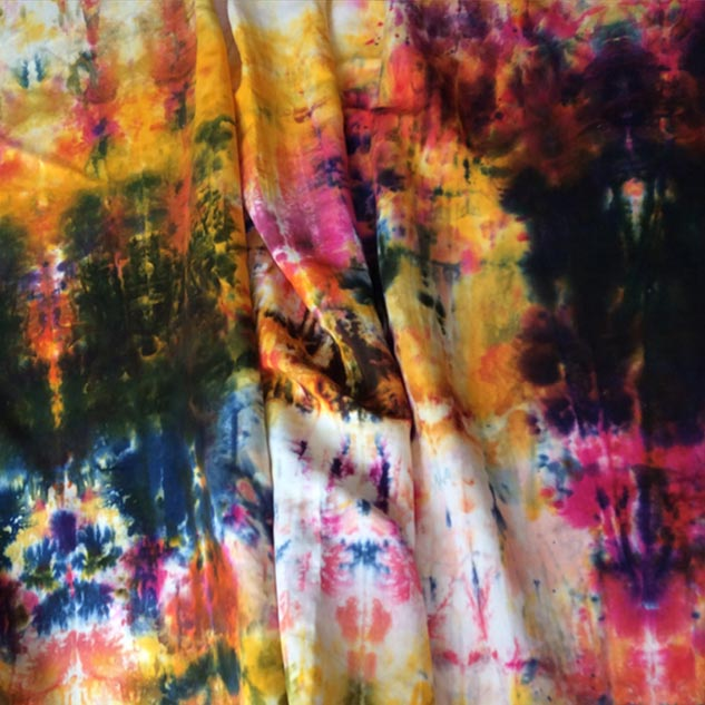 Tissu tie and dye multicolore