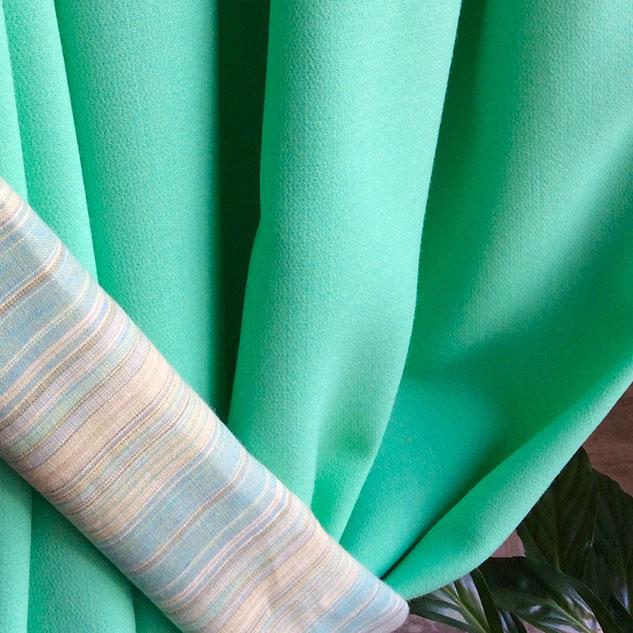 tissu vert en crepe de laine