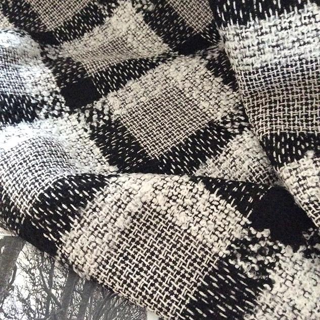 Tissu d'ameublement au metre noir et blanc