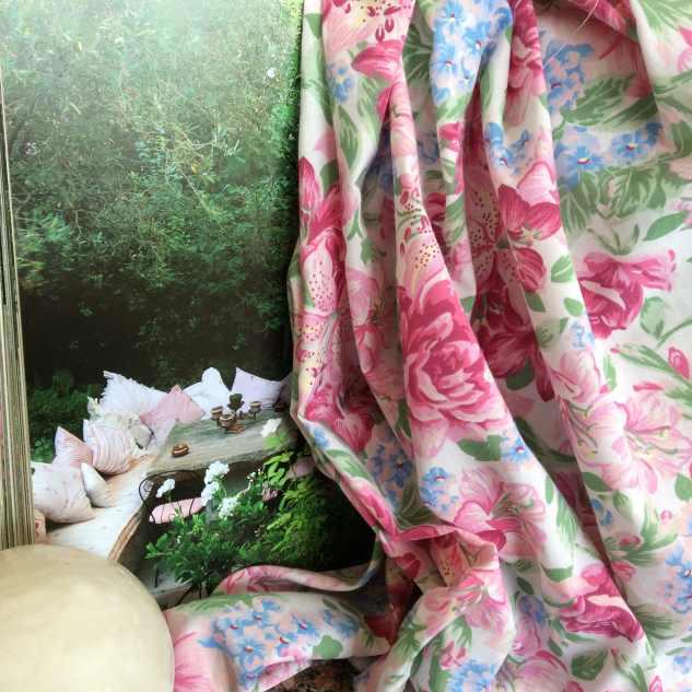 tissu coton tissu imprime fleuri rose et bleu tissus rideaux au m tre. Black Bedroom Furniture Sets. Home Design Ideas