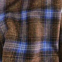 Tissu écossais en laine marron et bleu