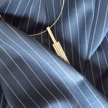 tissu bleu rayé blanc