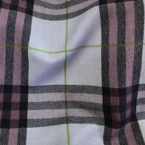 Tissu ecossais en laine violet