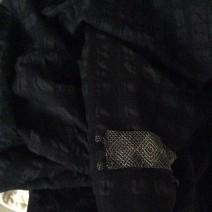 tissu noir cloqué