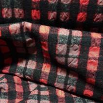 tissu rouge et noir pour rideaux