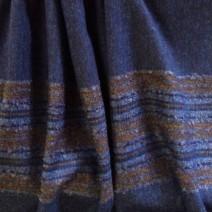 Tissu en laine bleu à rayures bayadères