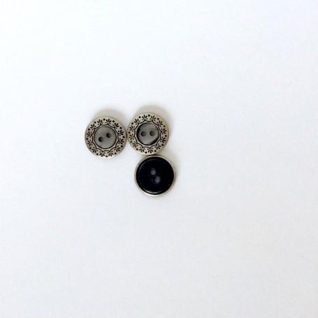 Bouton gris métal festonné à deux trous