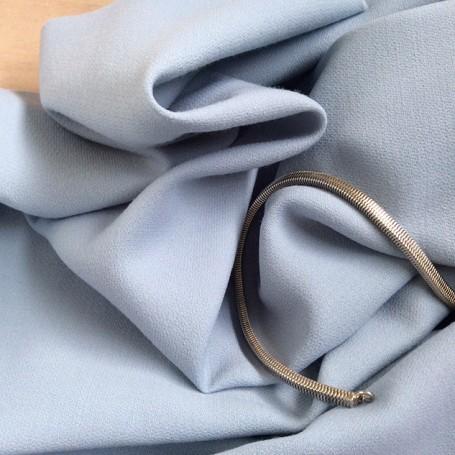 Tissu bleu ciel en crepe de laine