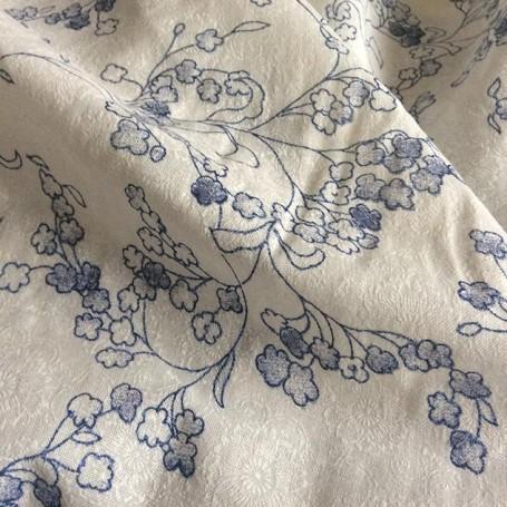 tissu au motif fleuri impirmé
