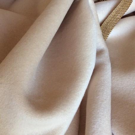 Tissu cachemire beige nude, manteau