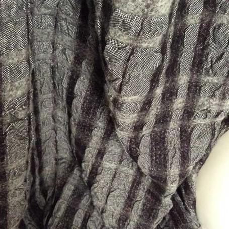 Tissu cloqué noir et blanc