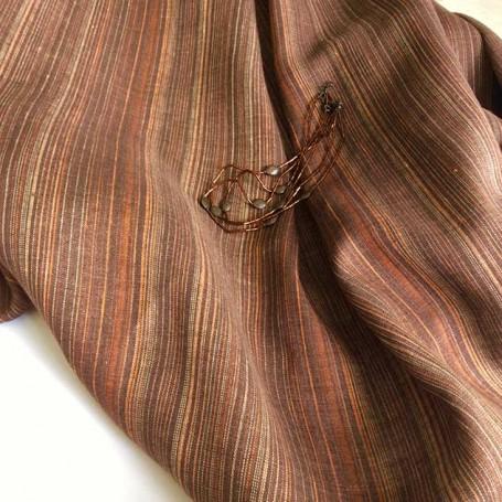 Tissu rayé marron en lin