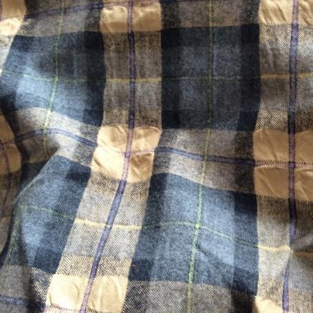 Tissus ecossais gris camel cloqué